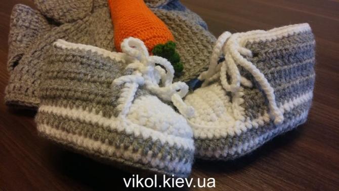 Одежда для фотосессии новорожденному кеды крючком на заказ в Киеве