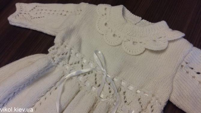 Вязаное спицами платье для крестин Романтический наряд
