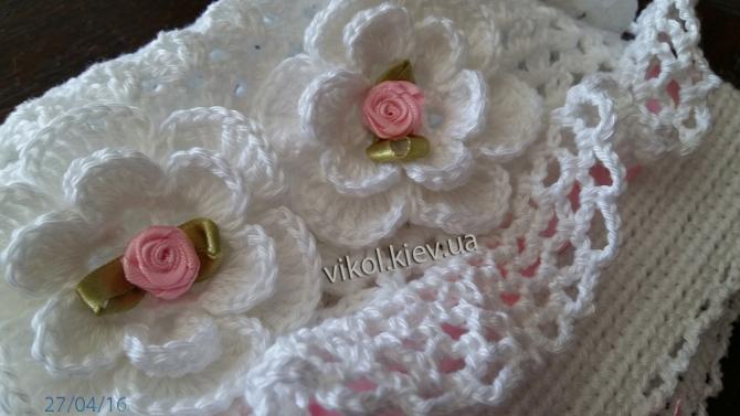 фото ажурной шапочки с цветами