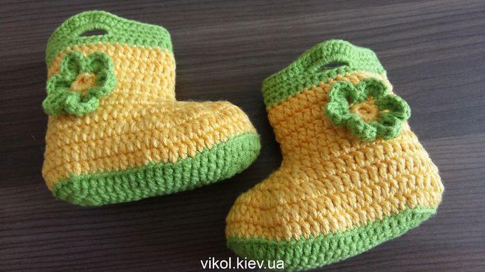 Вязание крючком детской обуви сапожек на заказ в Киеве