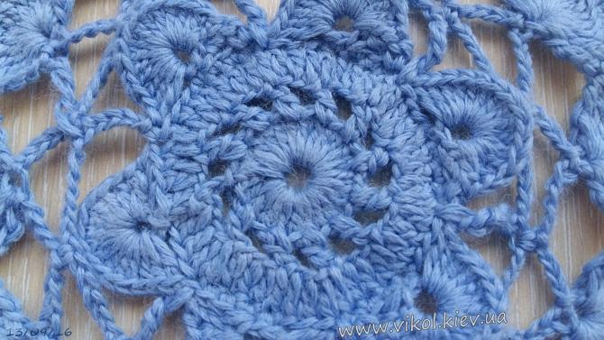 синяя круглая маленькая салфетка подстаканник
