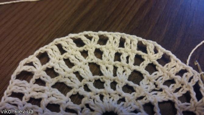 Вязание столбиков с накидом в маленькой салфетке