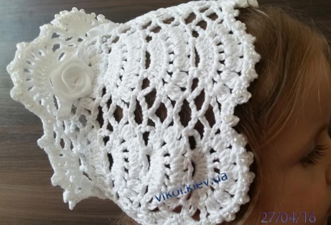 другая сторона красивой шапочки с розочками