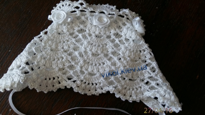 Ажурная белая шапочка в сложенном виде