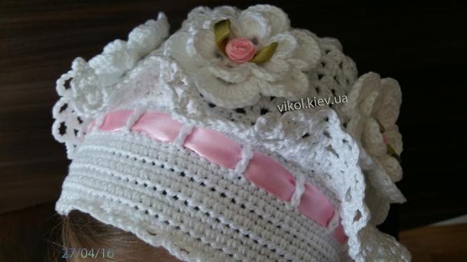 шапочка с ленточкой вязаная с розами