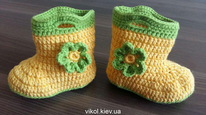 Детские пинетки сапожки крючком с цветком купить в Киеве