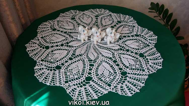 Красивая вязаная салфетка Тюльпан на столе купить на заказ в Киеве