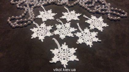 Маленькие снежинки крючкомМаленькие снежинки крючком своими руками