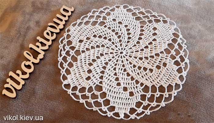 Красивая вязаная салфетка крючком на стол на заказ