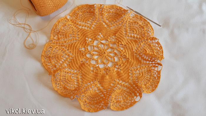 Первая часть большой вязаной салфетки крючком Солнечная